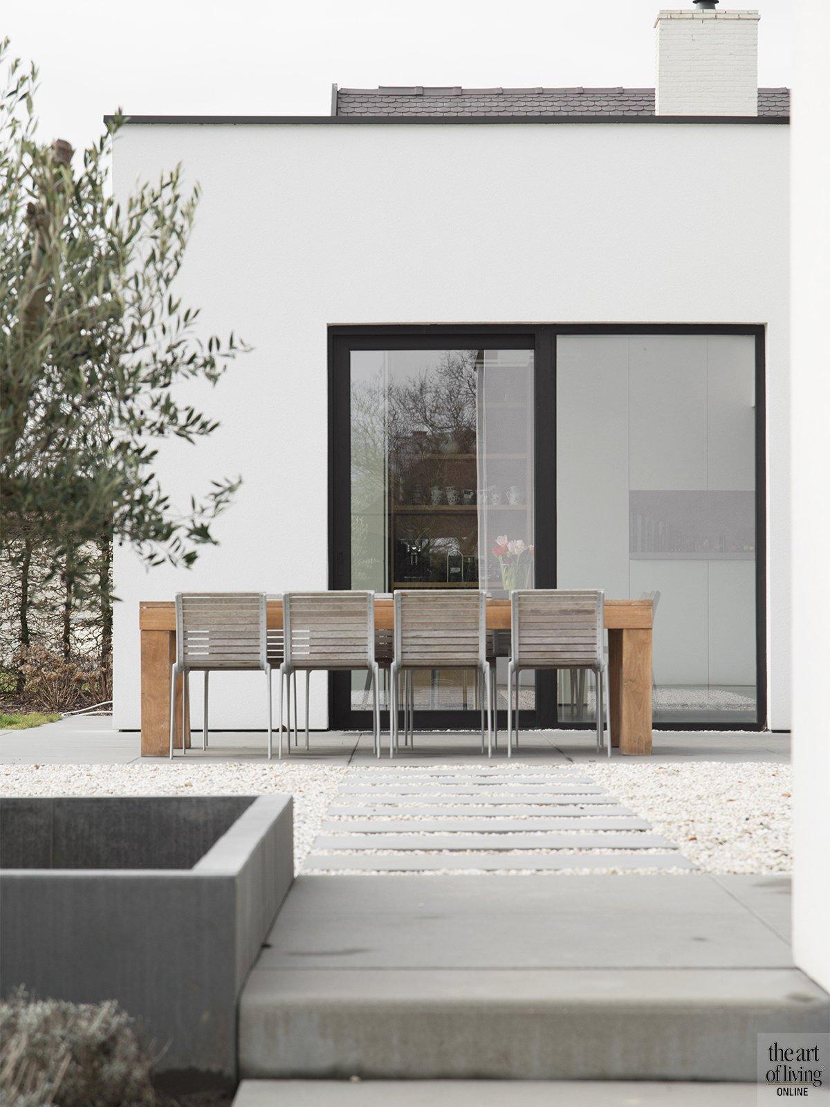 Tijdloos wonen, Kris van den Broeck, Modern interieur, Wit interieur, Strak Interieur, Exterieur, Terras, Tuinmeubelen, Design meubels, Architectuur