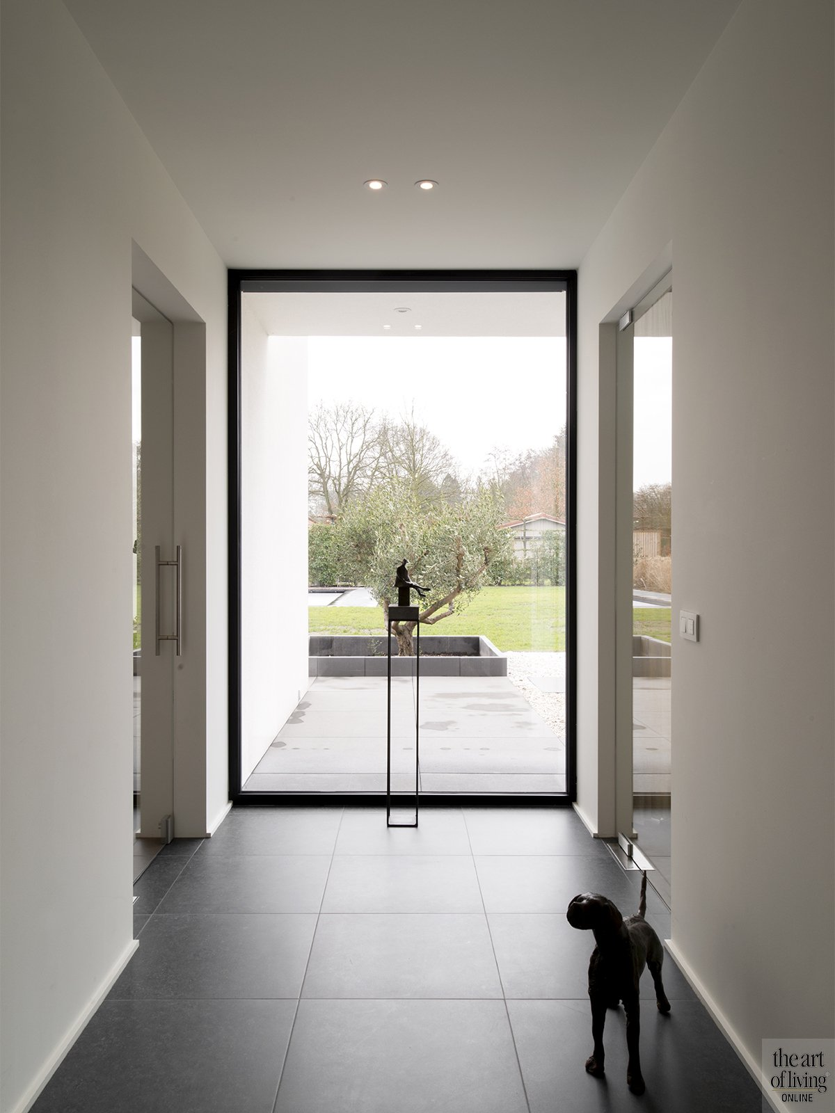 Tijdloos wonen, Kris van den Broeck, Modern interieur, Wit interieur, Strak Interieur, Raampartij, Doorkijkje