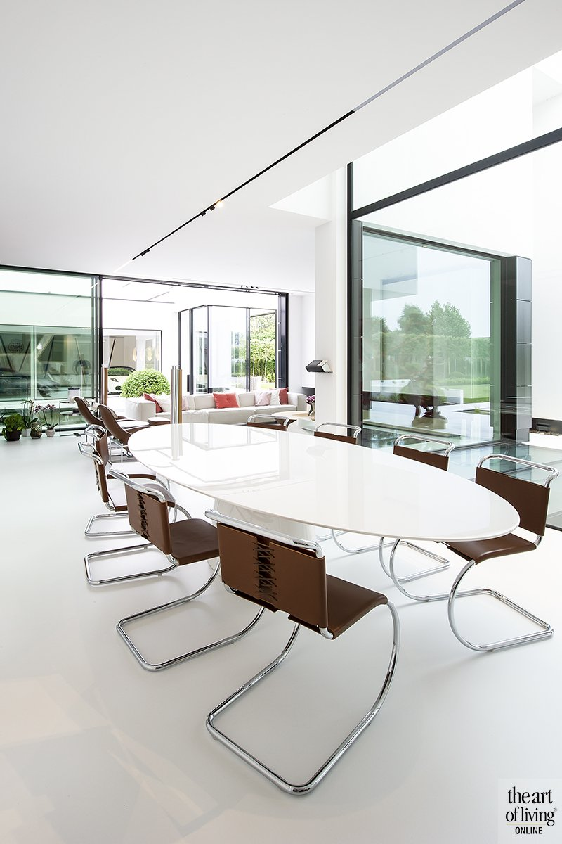 Lichte woonkamer, Filip Deslee, Woonkamer, Interieur, Wit interieur, Kunstwerk, Raampartijen