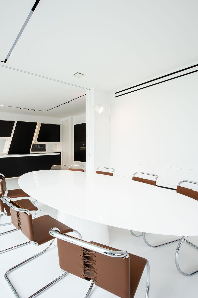 luxe keuken, Augustijns keukens, zwart wit, licht interieur