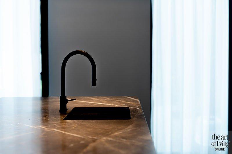 Historisch pand in een nieuw jasje, Lise Luyten, marmeren keuken, zwarte keuken, interieurdesign