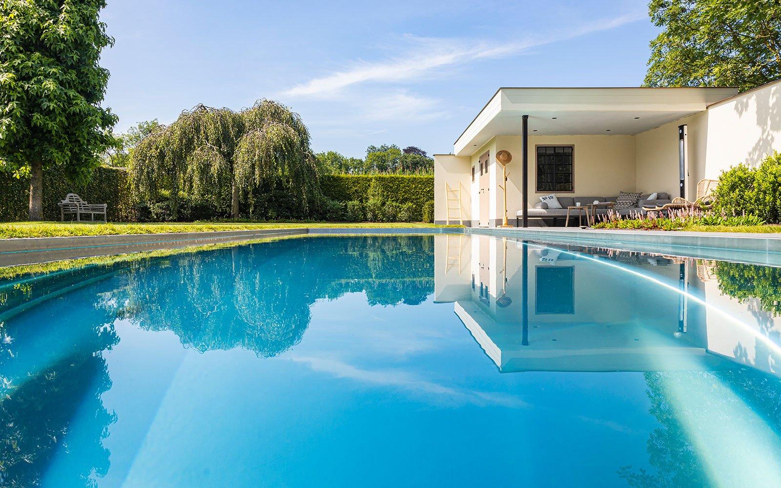 Zwembad in de tuin, Nouveau, zwembad, groen, tuin, zomer, the Art of Living